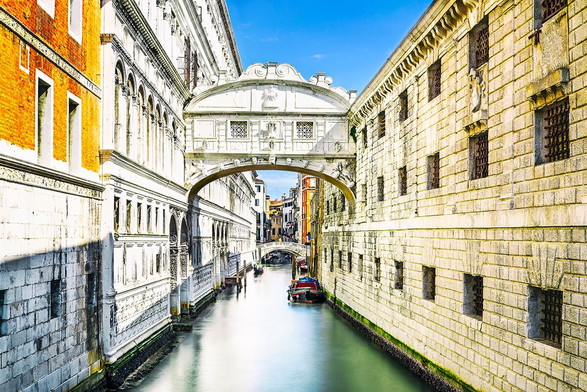 venice bridge of sighs backpacker